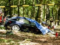Verunglücktes Tesla Model S in den Niederlanden