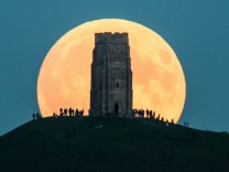 IMAGES OF THE YEAR 2015 - NEWS - A Total Lunar Eclipse Spawns Blood Supermoon