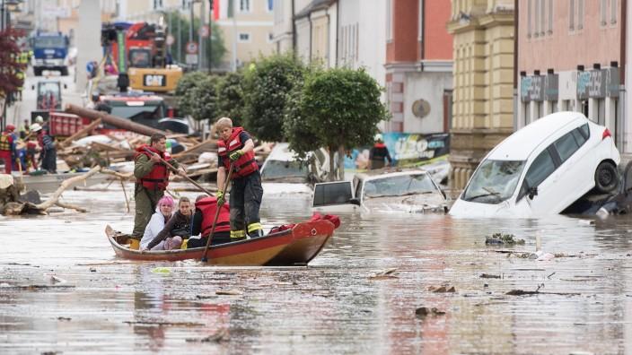 *** BESTPIX *** Floods Hit Southern Bavaria