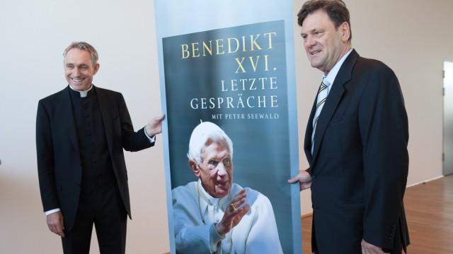 Literaturhaus, Vorstellung des Papstbuches: Benedikt XVI. Letzte Gespräche von Peter Seewald