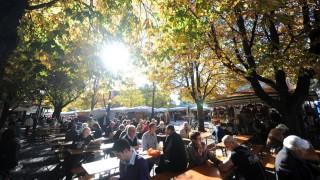 Herbststimmung im Biergarten am Münchner Viktualienmarkt, 2013