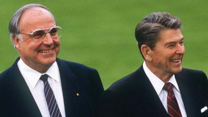 Bundeskanzler Helmut Kohl (li.) und US-Präsident Ronald Reagan 1985 in Bonn (Foto: dpa/dpaweb)