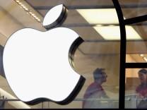 File: Apple In Talks to Buy Mclaren Bargain Hunters Hit The Streets As Sales Begin