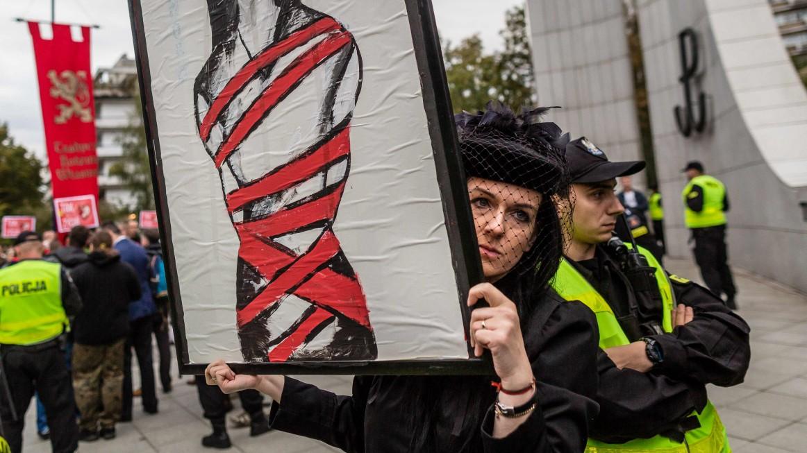 Polens Parlament stimmt für Abtreibungsverbot