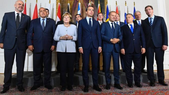 Bundeskanzlerin Angela Merkel und die weiteren Teilnehmer am Wiener Flüchtlingsgipfel. (Foto: AFP)
