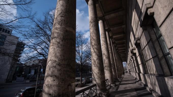 Hinter der Fassade: Im Haus der Kunst sollen weit mehr Scientologen arbeiten als bisher angenommen. (Foto: Lukas Barth)