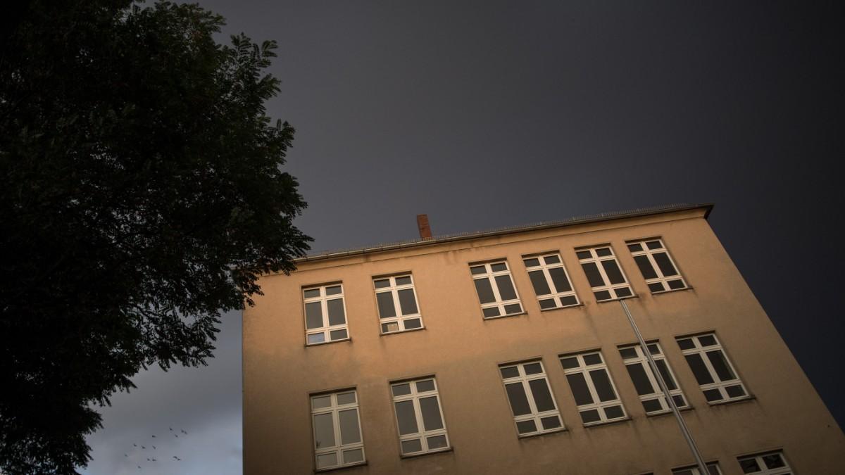 Polizei prüft Hinweise auf neue Mittäter nach Schlägerei an Gesamtschule