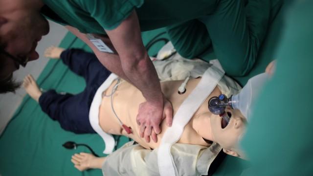 Mediziner trainieren Astronauten
