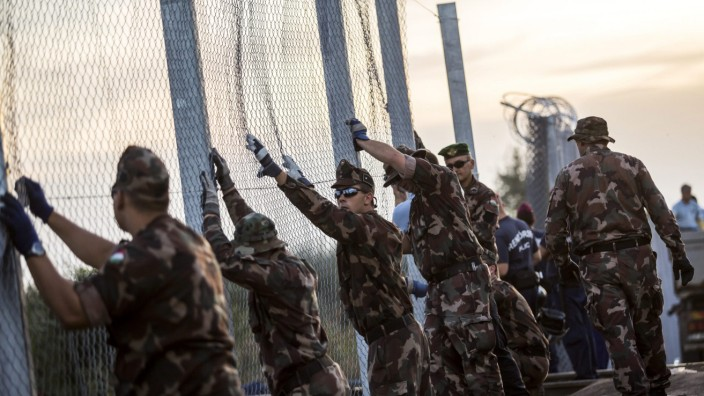 Hungary completes border fence