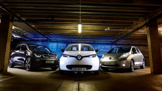 Die Elektrofahrzeuge BMW i3, Renault Zoe und Nissan Leaf.
