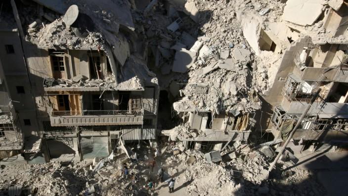Suchen nach Überlebenden: Nach einem Bombenangriff aufTariq al-Bab,Aleppo