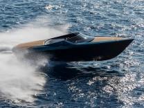 Die erste Yacht des Autobauers Aston Martin