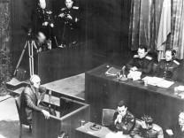 Erwin Lahousen bei einer Aussage während des Prozesses in Nürnberg, 1945