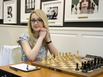 April 12 2015 St Louis Missouri U S IM NAZI PAIKIDZE prepares for her match at the 2015 U S; Schach WM Frauen