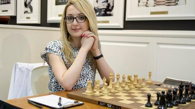 April 12 2015 St Louis Missouri U S IM NAZI PAIKIDZE prepares for her match at the 2015 U S; Schach WM Frauen