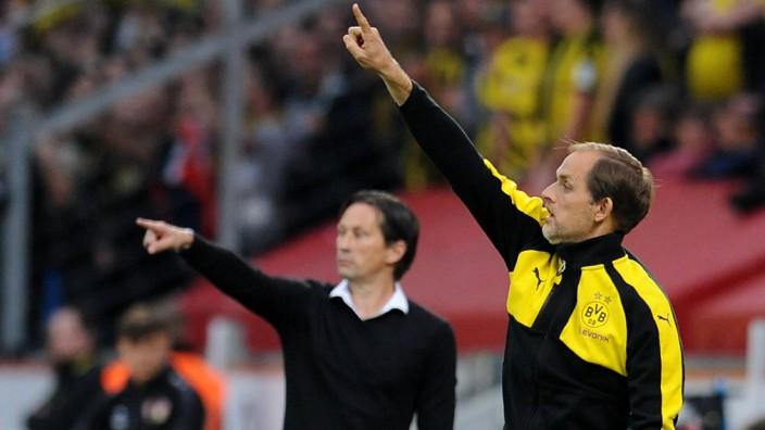 Die Trainer Roger Schmidt links Bayer 04 Leverkusen und Trainer Thomas Tuchel rechts Borussia; Tuchel