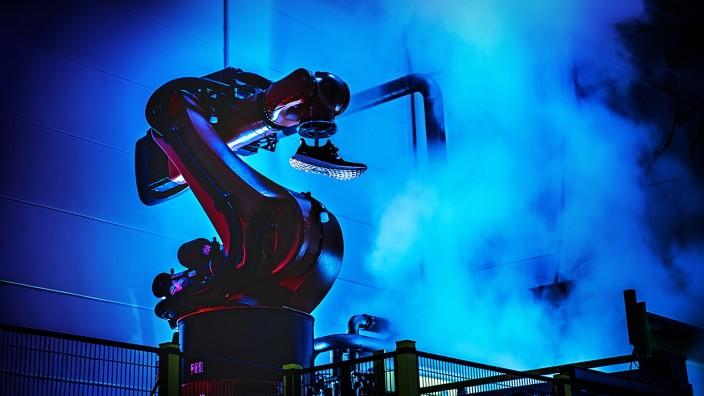 Adidas lässt Schuhe komplett von Robotern herstellen