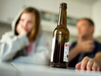 Tausende Kinder leben in Familien mit alkoholkranken Eltern