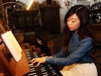 Sul Bi Yi spielt jetzt die Andechser Orgel; Sul Bi Yi spielt jetzt die Orgel