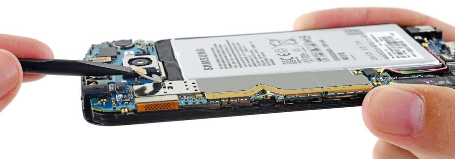Handout photo of the battery of a Samsung Galaxy S6 being prepared for removal