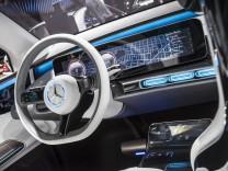 Mercedes-Konzeptstudie Generation EQ auf dem Pariser Autosalon 2016.