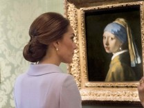 Britain's Kate, the Duchess of Cambridge views Girl with a Pearl Earring by Johannes Vermeer during a visit to the Mauritshuis in The Hague