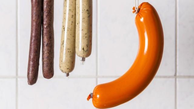 Vegan and vegetarian sausages hanging on hooks property released PUBLICATIONxINxGERxSUIxAUTxHUNxONLY
