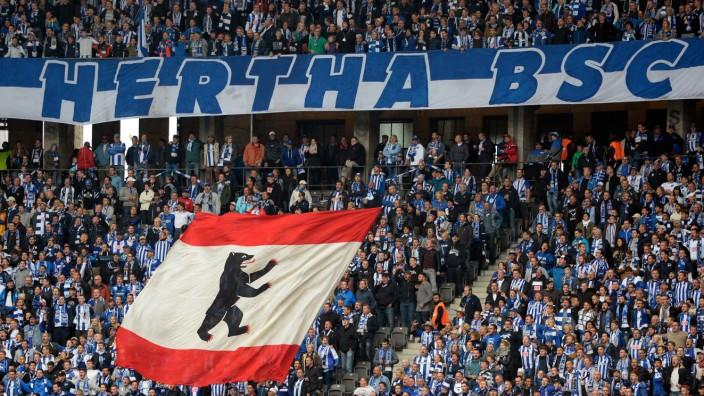 Hertha BSC - Fankurve beim Spiel gegen den Hamburger SV