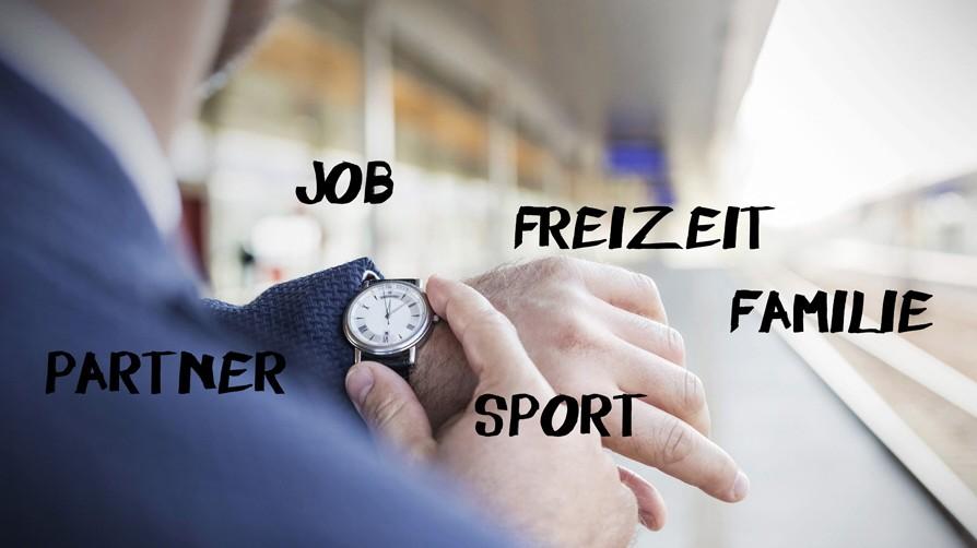 Businessman at station platform checking the time model released Symbolfoto PUBLICATIONxINxGERxSUIxA