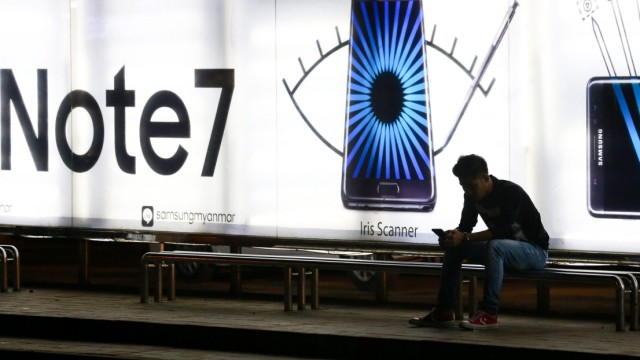 Samsung to stop production of Galaxy Note 7  phones after fire in