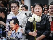 Thai King Bhumibol Adulyadej dies at age 88