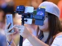 Neuer Vertrag: Sparen bei Handy, Internet und Pay-TV