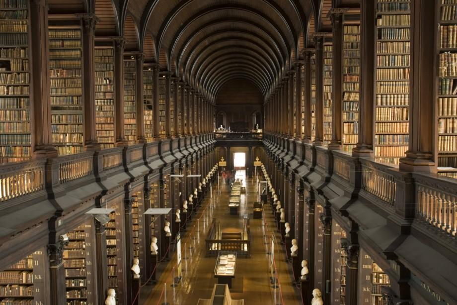 Literatur Trinity College Library Dublin Irland Kultur