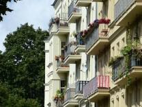 Ungestört entspannen: Sicht- und Windschutz für den Balkon