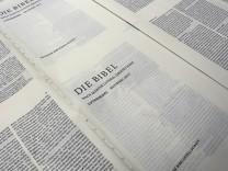 Andruck der neuen Version der Lutherbibel am 16 06 2016 in der Druckerei C H Beck in Noerdlingen B