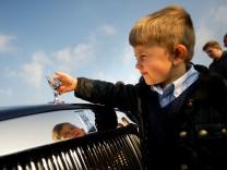 Die Kühlerfigur eines Rolls-Royce: Die Spirit of Ecstasy, besser bekannt als Emily.