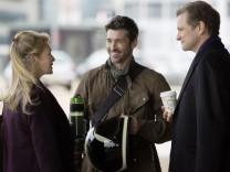 Bridget (Renée Zellweger), Jack(Patrick Dempsey) und Mark (Colin Firth) müssen irgendwie klarkommen. Denn es ist ein Baby im Anzug.