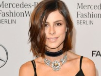 Lena Meyer-Landrut trägt Choker bei der Fashion Week Berlin