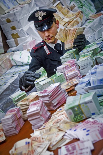 53 million euros in counterfeit notes seized by Carabinieri