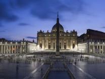 Petersplatz erstrahlt in neuem LED-Licht