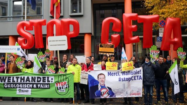 Kundgebung des Berliner Bündnisses TTIP, TiSA, Ceta stoppen