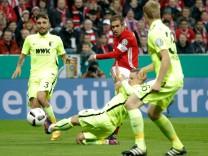 FC Bayern München v FC Augsburg - DFB Pokal