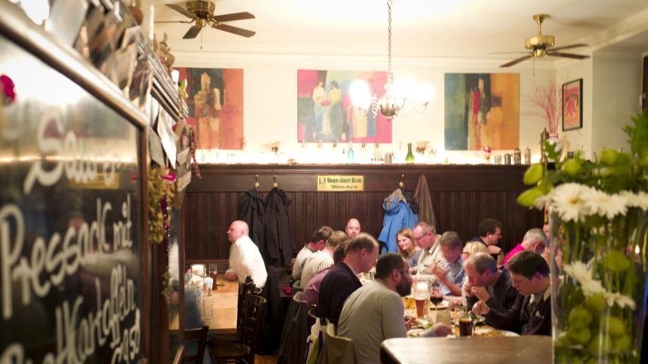 Kleine Bar Furs Wohnzimmer Simplicissimus Im Von Haidhausen M Nchen