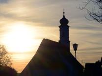 Sonnenuntergang aufgenommen in der Ortschaft Pflaumdorf Bayern am 2 November 2014