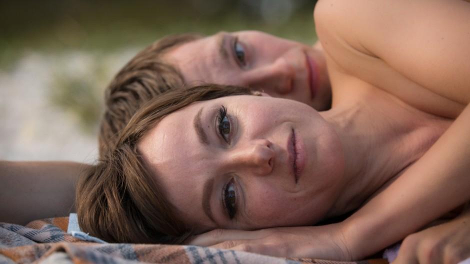 Julia koschitz schweigeminute tv movie 2016 sex scene