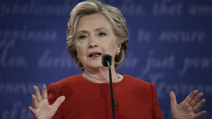 FBI obtains search warrant for emails of Hillary Clinton