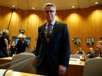 German interior minister de Maiziere faces a parliamentary inquiry