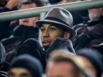 Pierre Emerick Aubameyang Borussia Dortmund 17 auf der Tribuene mit Hut beim Champions League Spie