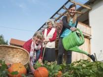 Putzbrunn, Bauernhof Daberger, die Familike hat eine Studentin aufgenommen, Arbeit gegen Wohnen,