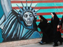 Anti US protesters commemorate takeover of US embassy in Iran
